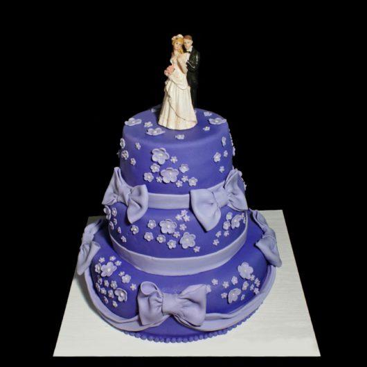 Cвадебный торт фиолетовый