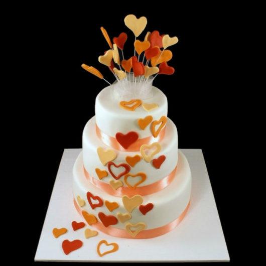 Свадебный торт с сердцами