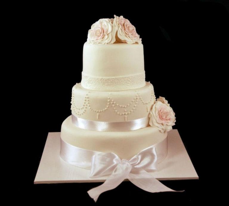 Свадебный торт нежные розы