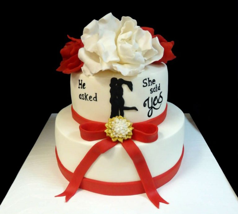 Свадебный торт красно белый
