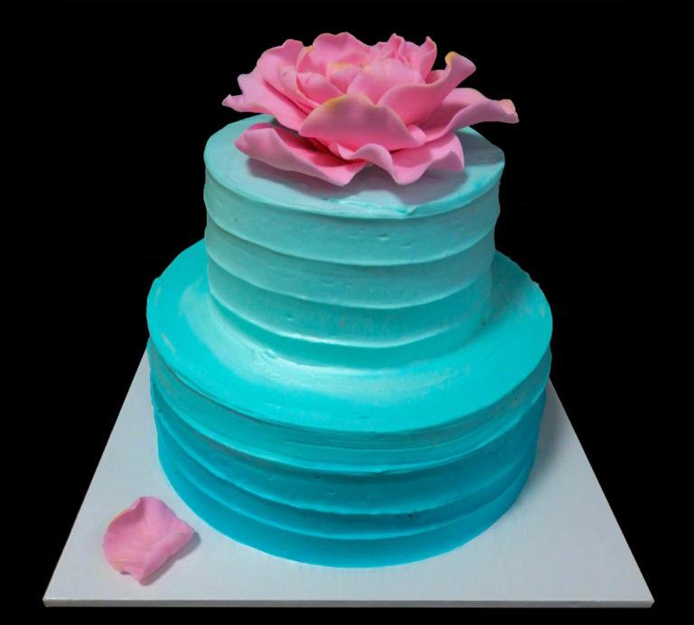 Свадебный торт с Голубым градиентом