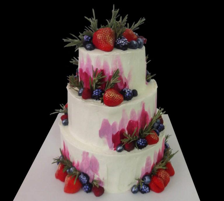 Акварельный свадебный торт с ягодами