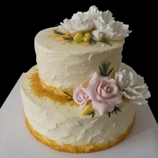 Свадебный торт с золотой обсыпкой