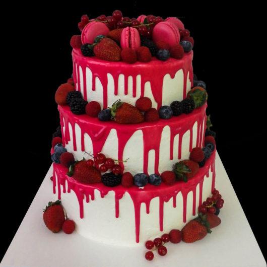 Свадебный торт с розовой глазурью