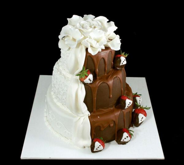 Свадебный торт коричнево белый