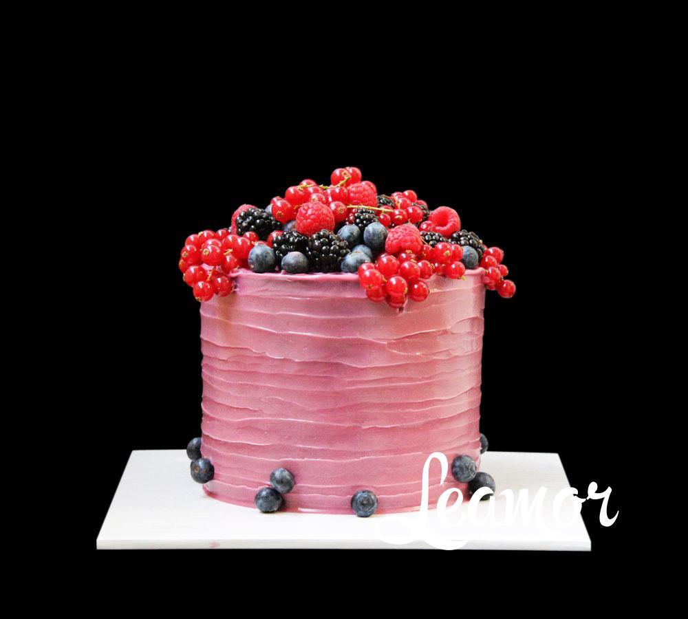 Свадебный торт с дарами лета