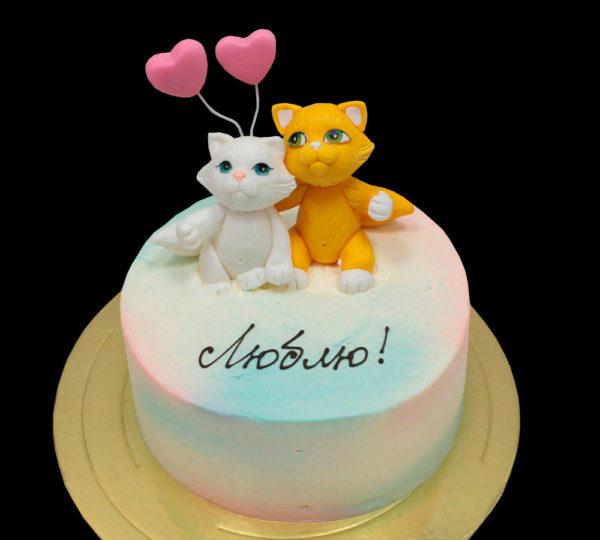 Торт котики с сердцами